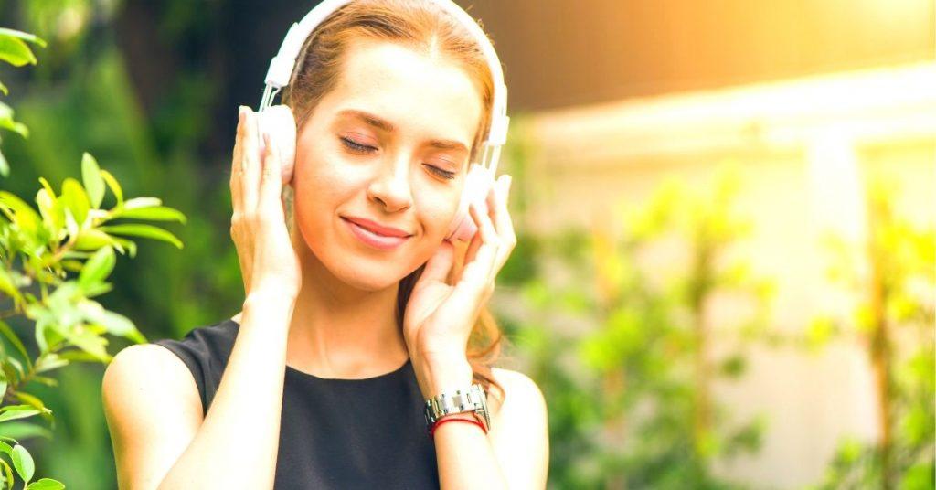 Listening-Music-Ways-To-kill-Free-Time
