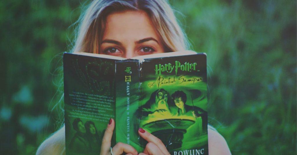 Reading-Books-Ways-To-Kill-Free-Time